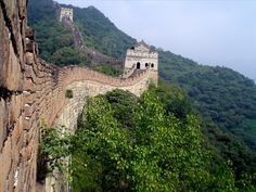 Side view of a section of the Great Wall of China. Great Wall Of China, Fortification, I Want To Travel, Chinese Culture, Book Activities, Places To See, Monument Valley, Travel Destinations, Mansions