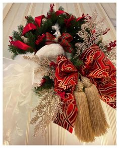 """INTERIOR SHOWROOM ZÜRICH on Instagram: """"Details! We love elegant details❤️ Statement wreaths are a thing and we love creating them for you! ❣️🎁⭐️ - - - - #christmasdecor…"""" Christmas Wreaths, Christmas Decorations, Holiday Decor, Our Love, Showroom, Elegant, Create, Interior, Instagram"""