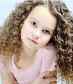 Allowing organic texture to shine through is the key to this style. Natural curls are cut with slightly long layering to keep the look lean. Wedding Hairstyles 2014, Winter Hairstyles, Latest Hairstyles, Cool Hairstyles, Kids School Hairstyles, Kids Hairstyle, Young Models, Natural Curls, Natural Texture