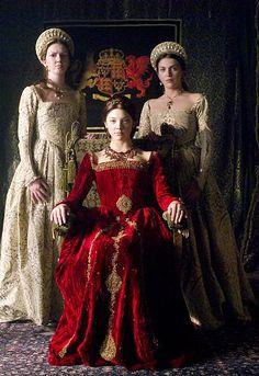Natalie Dormer as Anne Boleyn in ;The Tudors; after being made Marquis of Pembroke. Anne Boleyn was created Marquis of Pembroke on September Tudor Dress, Tudor Era, Tudor Style, Tudor Costumes, Period Costumes, Movie Costumes, Character Costumes, Mode Renaissance, Medieval Clothing