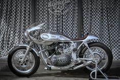 Norton comando 750 Cafe Racer by Rockers motorcycle custom bkl #motorcycles #caferacer #motos | caferacerpasion.com Cafe Racer Bikes, Cafe Racer Motorcycle, Cafe Racers, Bobber Custom, Custom Bikes, Cafe Racer Magazine, Moto Cafe, Scrambler, Motorbikes