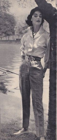 Fashion Tips Moda 1955 - slim trousers, men& style shirt, small waist, moccasin style shoes Fashion Week, Look Fashion, Fashion Outfits, Fashion Tips, Fashion Clothes, Style Clothes, Fashion Cycle, Fashion Brands, Casual Outfits