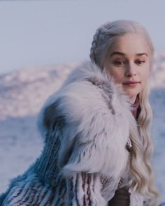 A-Line Wedding Dresses Collections Overview 36 Gorgeou… Daenerys Targaryen Season 7, Daenerys Targaryen Aesthetic, Emilia Clarke Daenerys Targaryen, Game Of Throne Daenerys, Acteurs Game Of Throne, The Mother Of Dragons, My Sun And Stars, I Miss Her, Queen