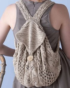 Fuente: http://www.ravelry.com/patterns/library/commuter-knapsack