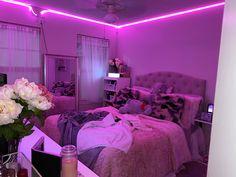 Cute Bedroom Decor, Room Design Bedroom, Girl Bedroom Designs, Teen Room Decor, Room Ideas Bedroom, Neon Room, Classic Living Room, Indie Room, Aesthetic Room Decor