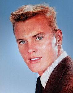 Throughout the Tab Hunter reigned as Hollywood's ultimate male heartthrob. In dozens of films – and in the pages of countless movie magazines – Tab's astonishing looks and golden-boy sex app… Hollywood Icons, Hollywood Star, Vintage Hollywood, Classic Hollywood, Hunter Movie, Tab Hunter, Movie Magazine, Actrices Hollywood, Handsome Actors