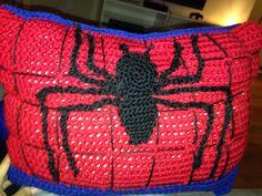 Batman Cushion Knitting Pattern : Crochet - superheroes on Pinterest Crochet Batman, Spiderman and Superman C...