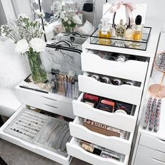 45 Brilliant Makeup Organizer & Storage Ideas for Girls. Organization Ideas for the house. Decluttering and organizing Inspiration.