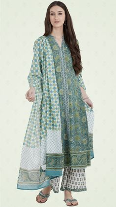Block printed with jaal print, our Nazm Safina Kurta will elevate your everyday look. Handcrafted with cotton fabric, showcasing intricate handwork on the yoke, this straight kurta will complete the look with our Nazm Sehrat Bottoms & a dupatta. Printed Kurti Designs, Simple Kurti Designs, Kurta Designs Women, Cotton Dress Indian, Dress Indian Style, Pakistani Fashion Casual, Pakistani Dress Design, Ethnic Outfits, Indian Outfits