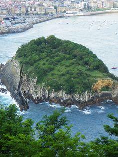 Vistas de la Isla de Santa Clara desde Monte Igueldo. Pulse la foto para ver información turística.