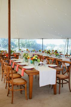 La Tavola Fine Linen Rental: Tuscany White Table Runners with Tuscany Coral Napkins | Photography: Jenna Marie Photography, Event Planning: Dandelion Events, Floral Design: Mandy Scott Floral