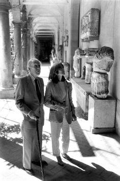 Borges todo el año: Jorge Luis Borges: La cámara de las estatuas - Borges y Kodama en Palermo, Sicilia (1984)  por Ferdinando Scianna/Magnum