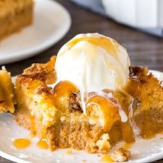 This delicious Pumpkin Dump Cake has a layer of velvety smooth pumpkin pie on the bottom and a buttery topping made with cake mix and crunchy pecans. Filled with fall flavors and ridiculously easy to make - it's the perfect Thanksgiving dessert Baked Pumpkin, Pumpkin Recipes, Cake Recipes, Dessert Recipes, No Bake Pumpkin Cheesecake, Sopapilla Cheesecake, Cheesecake Bars, Soft Gingerbread Cookies, Banana Brownies