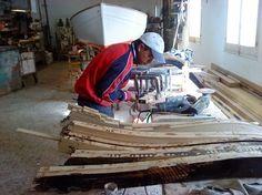 Descripci'o dels oficis tradicionals de Menorca. Per veure`ls un a un s' ha de clicar al men'u de dalt on posa OFICIS (fons negre) Foto: ofici de mestre d'aixa