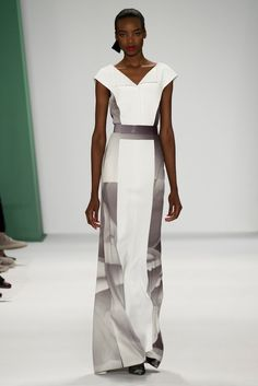 Carolina Herrera Spring 2015 Ready-to-Wear Fashion Show - Daria Strokous