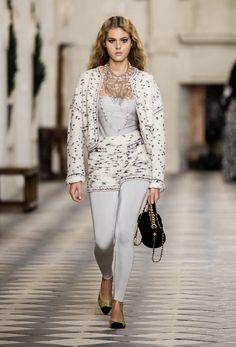 Legging Bleu, Leggings Gris, Velvet Leggings, Chanel N 5, Mode Chanel, Chanel Fashion, Kristen Stewart, Karl Lagerfeld, Fashion Week