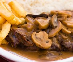 Steak with Cream and Mushrooms recipe Carne Asada, Slow Cooker Recipes, Cooking Recipes, Brazil Food, Confort Food, Portuguese Recipes, Mushroom Recipes, Savoury Dishes, Meat Chickens