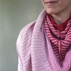 """Gefällt 349 Mal, 21 Kommentare - Maschenfein :: Blog & Shop (@maschenfein) auf Instagram: """"Das Maschenfein-Verena-Tuch in dieser Version noch einmal tragen, bevor ich für den Knit Along eine…"""" Crochet, Instagram Posts, Fashion, Wardrobe Closet, Cast On Knitting, Moda, Fashion Styles, Chrochet, Fasion"""