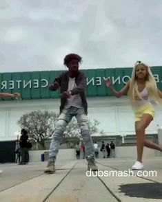 could be a tik tok Twerk Dance Video, Best Twerk Video, Dance Music Videos, Dance Choreography Videos, Baile Hip Hop, Funny Dancing Gif, Famous Dancers, Dance Sing, People Dancing