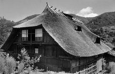 Rikuu and Iwashiro - A multilayered house in Tamugimata, Tsuruoka, Yamagata, 1955 by Yukio Futagawa