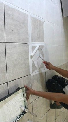 How to Stencil a Tile Floor (The Secret is Out!) - Home DIY - Painted floor tiles Stenciled Tile Floor, Ceramic Floor Tiles, Painting Tile Floors, Painted Floors, Paint Tiles, Tile Flooring, Painting Bathroom Tiles, Home Improvement Projects, Home Projects