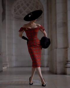 Black Off the Shoulder Bodycon Dress 70s Inspired Fashion, Retro Fashion, Vintage Fashion, Look Fashion, Fashion Design, Pin Up Fashion, Latex Fashion, Gothic Fashion, Foto Glamour