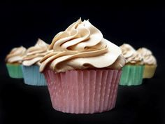 Vanilla cupcakes with speculoos swiss meringue buttercream (in Spanish) Nutella, Gourmet Cupcake Recipes, Butter Cookies Recipe, Cookie Butter, Swiss Meringue Buttercream, Vanilla Cupcakes, Toffee, Amazing Cakes, Baked Goods