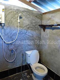 This is the bathroom of a Fan Hut with Hot Shower @ Eve House (Koh Kood, Thailand)