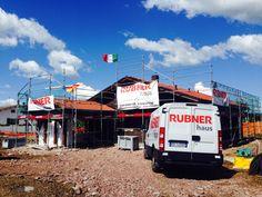 Casa in legno Rubner Haus dopo 1 settimana di montaggio a Gubbio giorgio.pollastrelli@rubner.com @Rubner Haus @suzanne pollastrelli #italia #rubner #umbria #gubbio #perugia