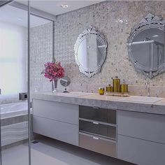 Bom dia domingão! Hoje começamos nossa inspiração com esse charmoso banheiro que encontrei no super Home Luxo {@homeluxk} da querida Katia. Projeto: