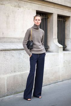 Vasilisa Pavlova utilizes simple colors and chic accessories in this look: