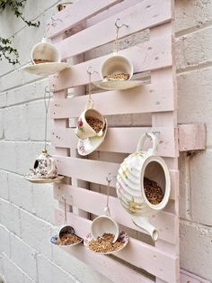 Want to know how to make a teacup bird feeder? I am always looking for ways that I can re-use china teacups and a really popular DIY online is the teacup bird feeder. I already feed the wild birds but I wanted to make a pretty display for my garden. Homemade Bird Feeders, Diy Bird Feeder, Teacup Bird Feeders, Squirrel Feeder Diy, Homemade Bird Houses, Bird House Feeder, Diy Pallet Projects, Garden Projects, Garden Ideas