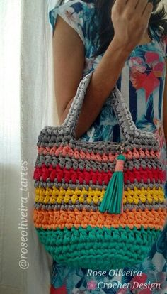 Bags made of fabric- Bolsas confeccionadas em tecid Bags made of fabric - Bag Crochet, Crochet Handbags, Crochet Purses, Love Crochet, Crochet Crafts, Crochet Stitches, Crochet Projects, Crochet Patterns, Yarn Bag