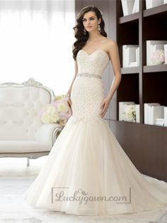 Elegant Sweetheart A-line Lace Vintage Wedding Dresses with Beading Sash