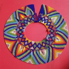 Before the arrival of the Europeans to America, the Embera Chami, indigenous people, inhabited the Pacific coast of Colombia, in the Amazon forest. An important aspect of the life of the Embera people is they're relationship with the jai spirits and their relationship with nature. This spirituality Beaded Necklace Patterns, Beaded Jewelry, Beading Tutorials, Beading Patterns, Zulu Traditional Wedding, Girls Dresses Sewing, Preparing For Marriage, Beadwork Designs, Beaded Collar