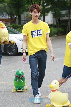Astro arriving at Music Bank - MoonBin Astro Fandom Name, Astro Boy, Fans Cafe, Korean Bands, Boyfriend Material, Beautiful Boys, Boy Bands, Boy Groups
