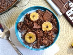 Chocolate banana baked oatmeal tastes like a dessert, but is surprisingly low in sugar!