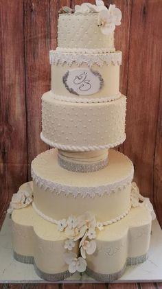 Wedding cake for princess by Galito Ivory Wedding Cake, Wedding Cake Fresh Flowers, Amazing Wedding Cakes, Amazing Cakes, Candy Cakes, Cupcake Cakes, Cake Pedestal, Doughnut Cake, Elegant Cakes