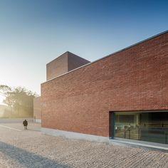 Aresta Arquitectura, Álvaro Siza, João Morgado · Public Auditorium in Llinars del Vallès. Barcelona · Divisare