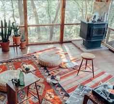 Bohemian design is for folks who think beyond your box. From the design that will not force anyone to adhere to a couple of guidelines like other do. The bohemian home design is arbitrary and active. Bohemian Interior, Home Interior, Interior Design, Interior Styling, Home Design, Design Ideas, Design Trends, Interior Bohemio, Sweet Home