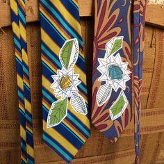 Sketchy flower neck tie