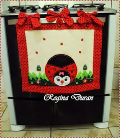 REGINA DURAN: Panô para porta do forno e toalha ou capa para tampa do fogão. Felted Wool Crafts, Felt Crafts, Fabric Crafts, Diy And Crafts, Quilting Projects, Craft Projects, Cow Craft, Recycled Home Decor, Towel Crafts