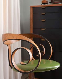 A Chair to Swoon For: George Mulhauser's Bent Wood Wonder  >>oh.my.god. i want this chair. swoon is correct. dang.