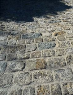 Giverny Rustic Cobblestone gives a rougher surface choice. - Giverny Rustic Cobblestone gives a rougher surface choice. Cobblestone Driveway, Driveway Paving, Driveway Design, Driveway Entrance, Garden Paving, Driveway Landscaping, Stained Concrete Driveway, Outdoor Patio Pavers, Backyard Patio