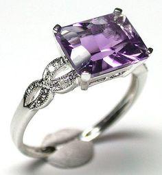 A really great way to display my birthstone amethyst * Purple Rings, Purple Jewelry, Amethyst Jewelry, Gems Jewelry, Fine Jewelry, Jewlery, Amethyst Rings, Purple Love, Purple Stuff