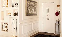 Reserve um cantinho próximo à porta para guardar tudo que você mais precisa na hora de chegar e sair do seu lar