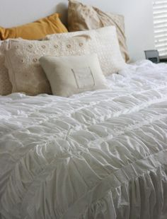 How to Make a Cirrus Anthropologie Duvet {tutorial} ~ Anthropologie Duvet Cover, Duvet Cover Tutorial, Ruffle Comforter, Bed Covers, Bed Spreads, Home Projects, Couture, Decoration, Bedroom Decor
