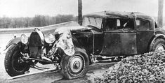 Ettore Bugatti's rebodied Bugatti Royale prototype after crash in 1930 or 1931 Bugatti Royale, Old Vintage Cars, Antique Cars, Bugatti Cars, Most Expensive Car, Bugatti Chiron, Abandoned Cars, Car In The World, Motorcycles