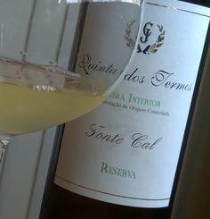 Fonte Cal, um dos tesouros desconhecidos da Beira Interior, em Portugal. Rende vinhos fantásticos, como este da Quinta dos Termos.  Conheça mais sobre o vinho e o produtor, no blog: http://www.sobrevinhoseafins.com.br/2015/09/quinta-dos-termos-fonte-cal-reserva-2013.html