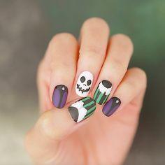 Try your hand at this frightfully fun Haunted Mansion Holiday nail art. Em Nails, Love Nails, Hair And Nails, Halloween Toe Nails, Halloween Nail Designs, Toe Nail Designs, Nails Design, Vacation Nails, Holiday Nail Art